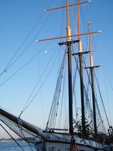 Ship and Moon3