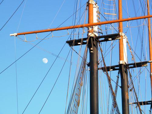 Ship and Moon2